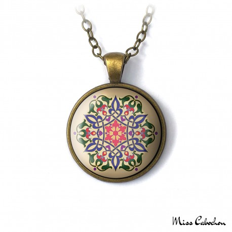 Necklace with floral motifs