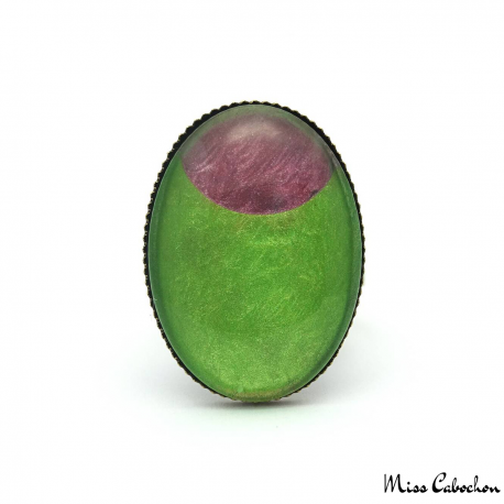 Oval fashion ring - Pink Moon on Green