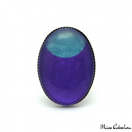 Oval fashion ring - Blue Moon on Purple