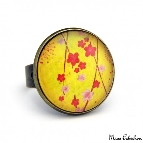 Yellow cabochon ring with japanese patterns