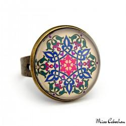 Bague élégante à motifs floraux