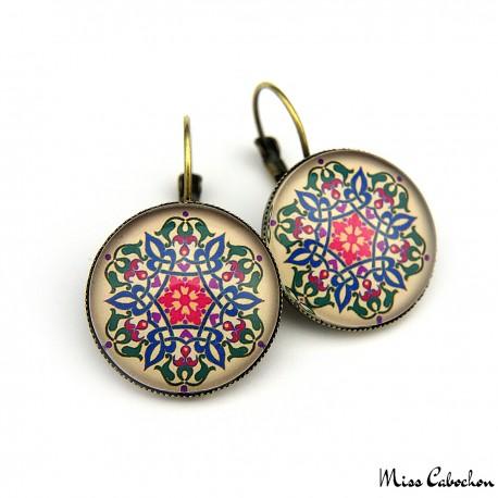 Boucles d'oreille à motifs floraux