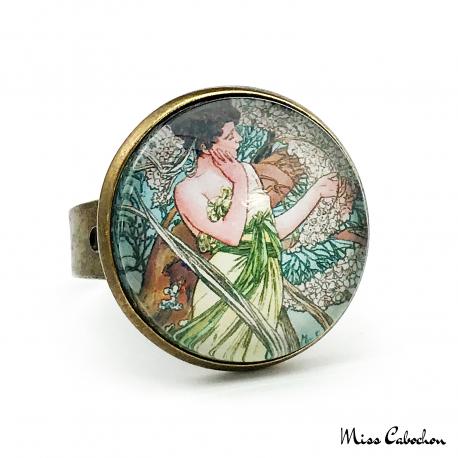 """Bague au style Années 1920 """"Avril par Alfons Mucha"""""""