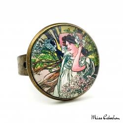 """Bague 1900 """"Juin par Alfons Mucha"""""""