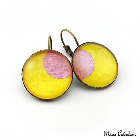 Round earrings - Pink Moon on Yellow