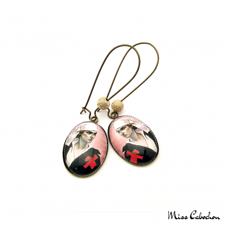 "Boucles d'oreille ""The nurse"""